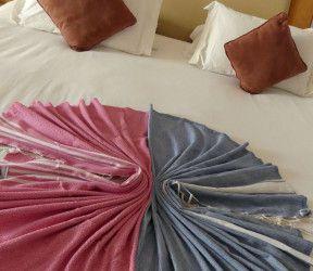Fouta brodée Presqu'île de Rhuys en deco de lit ou de canapé
