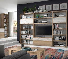 bibliothèque ton chêne sur mesure intégrée à un salon avec meuble TV et étagères