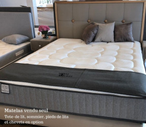 ambiance literie matelas à ressorts présenté avec tête de lit, chevet et somier